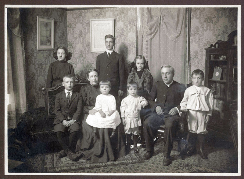 File:George-and-Elsie-Bender-Family-1913.jpg
