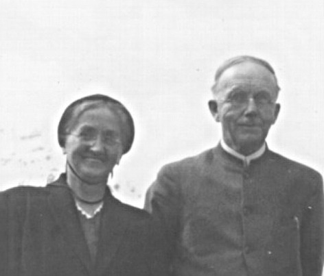 File:Fretz, Joseph and Martha.jpg