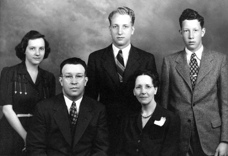 File:Rosenberger-Arthur-and-Ella-Habegger-family-ca1945.jpg