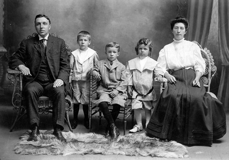 File:Seward-Emma-Sell-Rosenberger-family-ca-1908.jpg