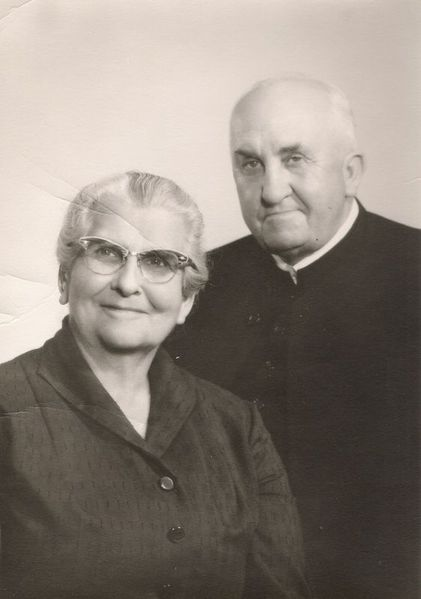File:E.J. and Maggie Swalm.jpg